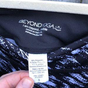Beyond Yoga Pants - Beyond Yoga Lux Print Capri legging Etched Block S